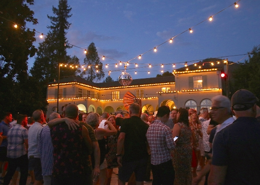 Gay Wine Weekend Raises $40k for Face to Face